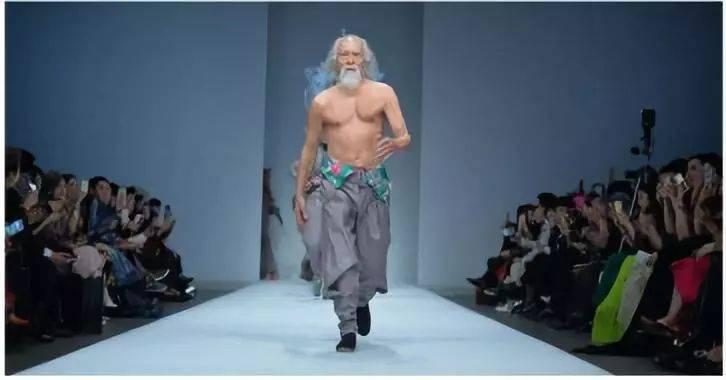 """30岁的心脏"""",成为79岁的模特王德顺的年轻宣言."""