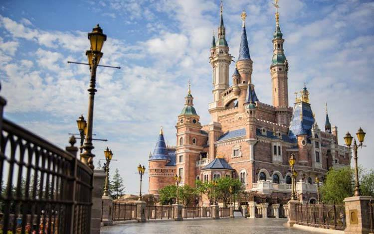 """运营1年就""""盈利""""的上海迪士尼,在互联网方面做了哪些事?"""
