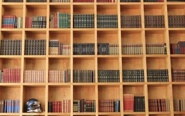 不做读书人生意的实体书店,如此不正经
